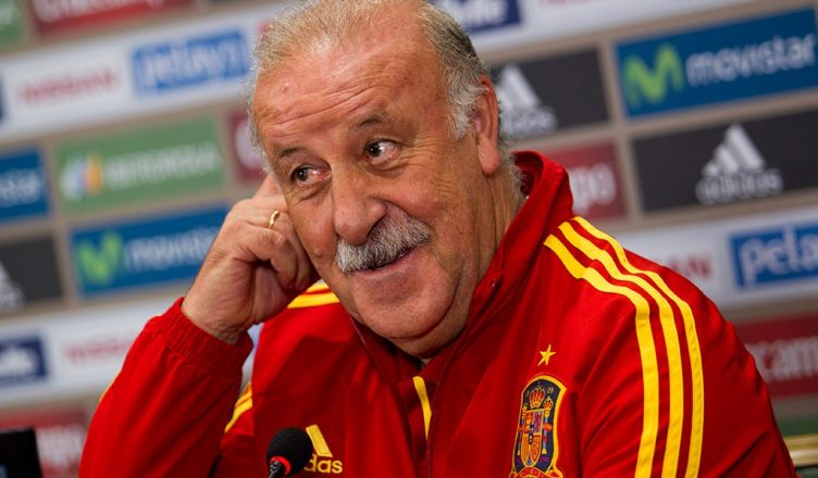 Spain's head coach Vicente del Bosque gives a press conference at the Spanish team's hotel in Palma de Mallorca on October 10, 2013, on the eve of their FIFA World Cup 2014 qualifier football match Spain vs Belarus on October 11.    AFP PHOTO/ JAIME REINA        (Photo credit should read JAIME REINA/AFP/Getty Images)