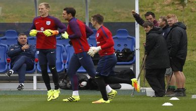 England manager Sam Allardyce and ground staff watch Joe Hart, Alex McCarthy and Tom Heaton during training at St George's Park on September 3, 2016. Action Images via Reuters / Lee Smith