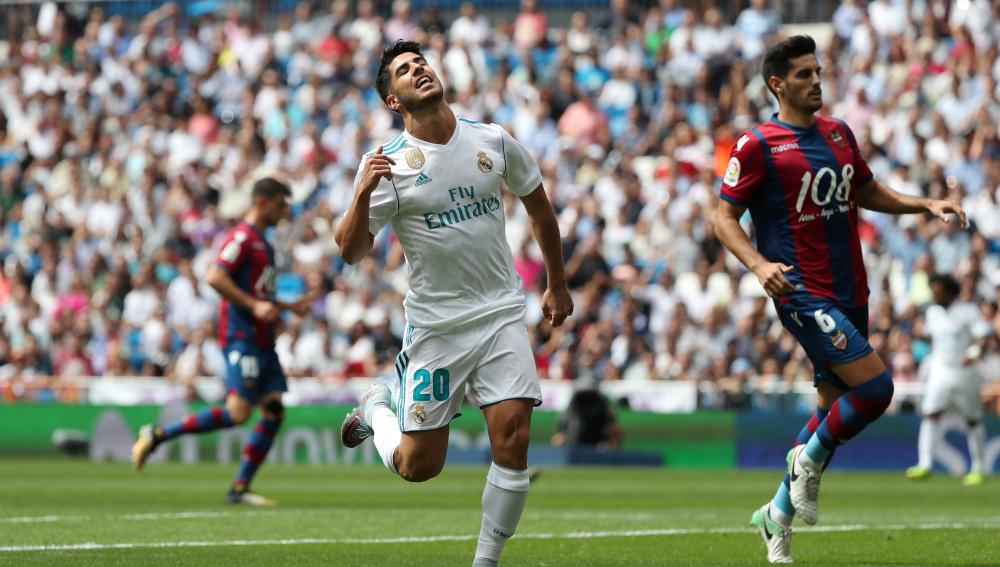 Soccer Football - Spanish La Liga Santander - Real Madrid vs Levante - Madrid, Spain - September 9, 2017   Real Madrid's Marco Asensio looks dejected    REUTERS/Susana Vera - RC12F7560820