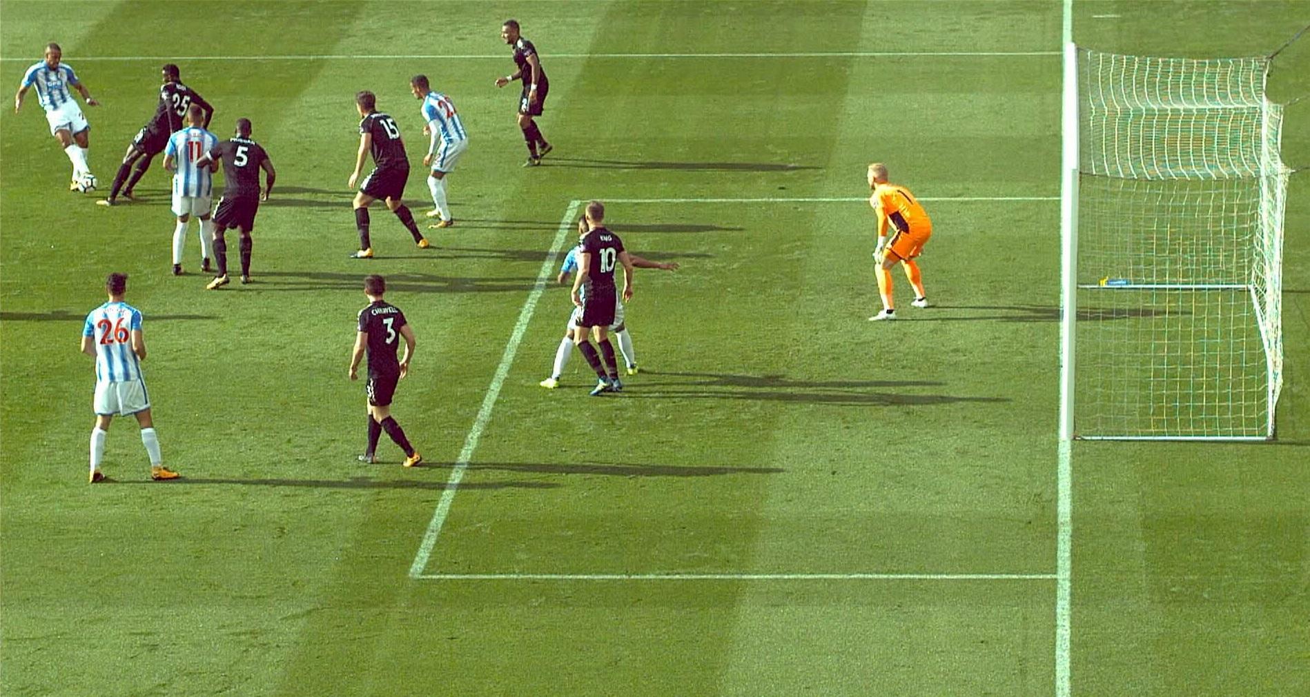W tej sytuacji sędzia liniowy dopatrzył się spalonego pozbawiając Huddersfield zwycięskiego gola w starciu z Leicester City