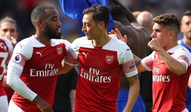 CARDIFF, WALES - SEPTEMBER 02:  Alexandre Lacazette, Mesut Ozil and Lucas Torreira of Arsenal celebrate victory after the Premier League match between Cardiff City and Arsenal FC at Cardiff City Stadium on September 2, 2018 in Cardiff, United Kingdom.  (Photo by Catherine Ivill/Getty Images)