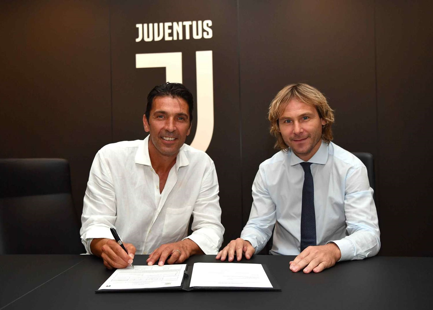 gianluigi-buffon-pavel-nedved_1so7w7mmdd3ty1sbe8h6itw1r9