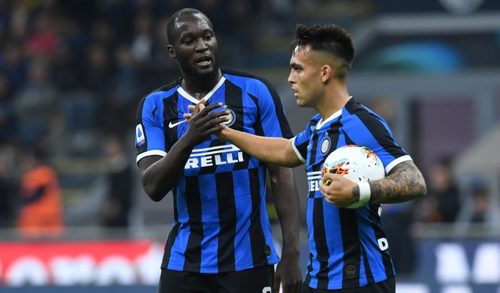 "Foto LaPresse - Jennifer Lorenzini 06/10/2019 Milano (Italia) Sport Calcio Inter - Juventus Campionato italiano di Calcio Serie A TIM 2019 - 2020 - Stadio ""Giuseppe Meazza"" Nella foto: esultanza Lautaro, Lukaku  dopo il gol 1-1  Photo LaPresse - Jennifer Lorenzini 06 October 2019 Milano (Italy) Sport Soccer Inter - Juventus Italian Football Championship League A TIM 2019/ 2020 - ""Giuseppe Meazza"" Stadium  In the pic: Lautaro and Lukaku celebrates after scoring goal 1-1"